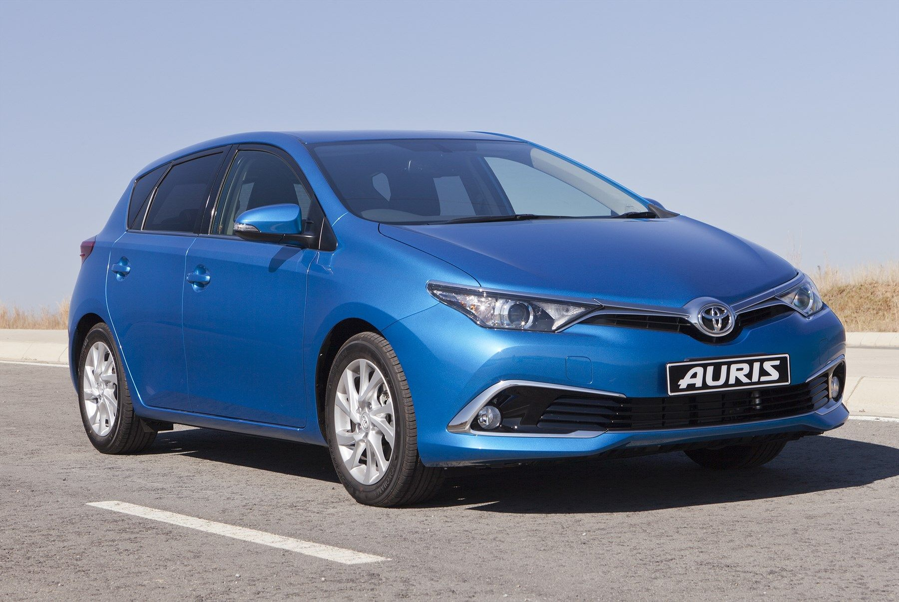 toyota introduces new auris. Black Bedroom Furniture Sets. Home Design Ideas